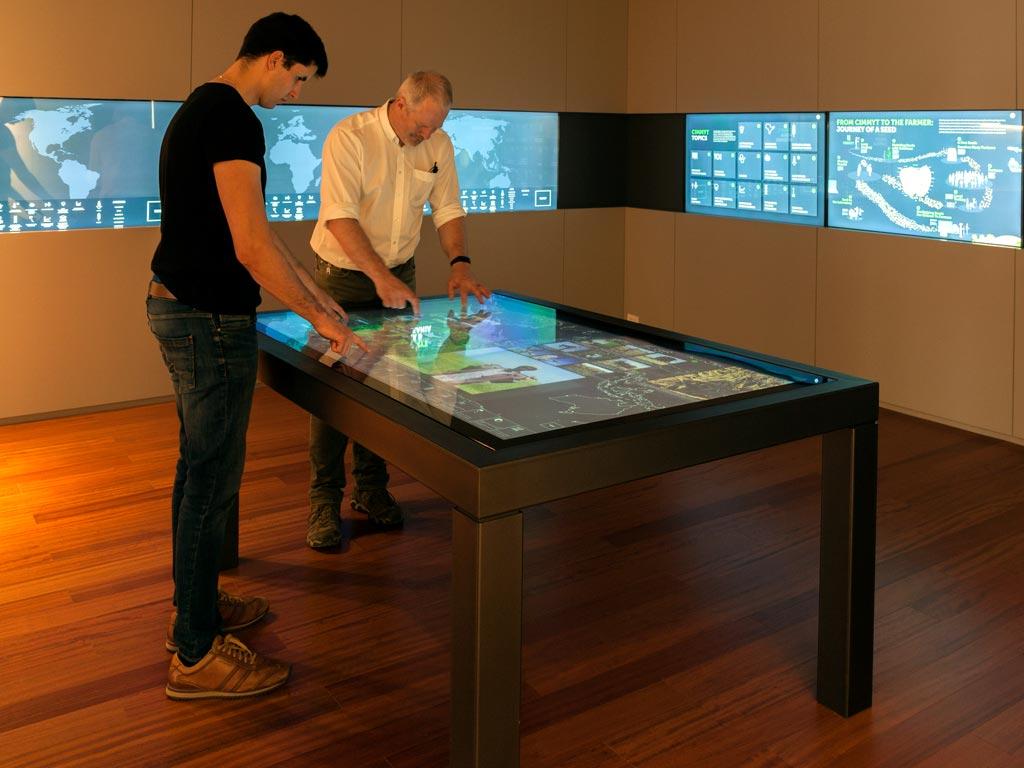 Mesas touchscreen y tableros interacivos